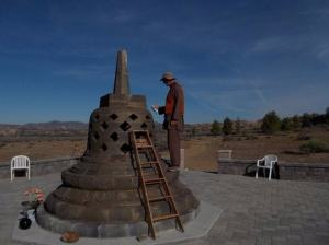 Painting the Stupa